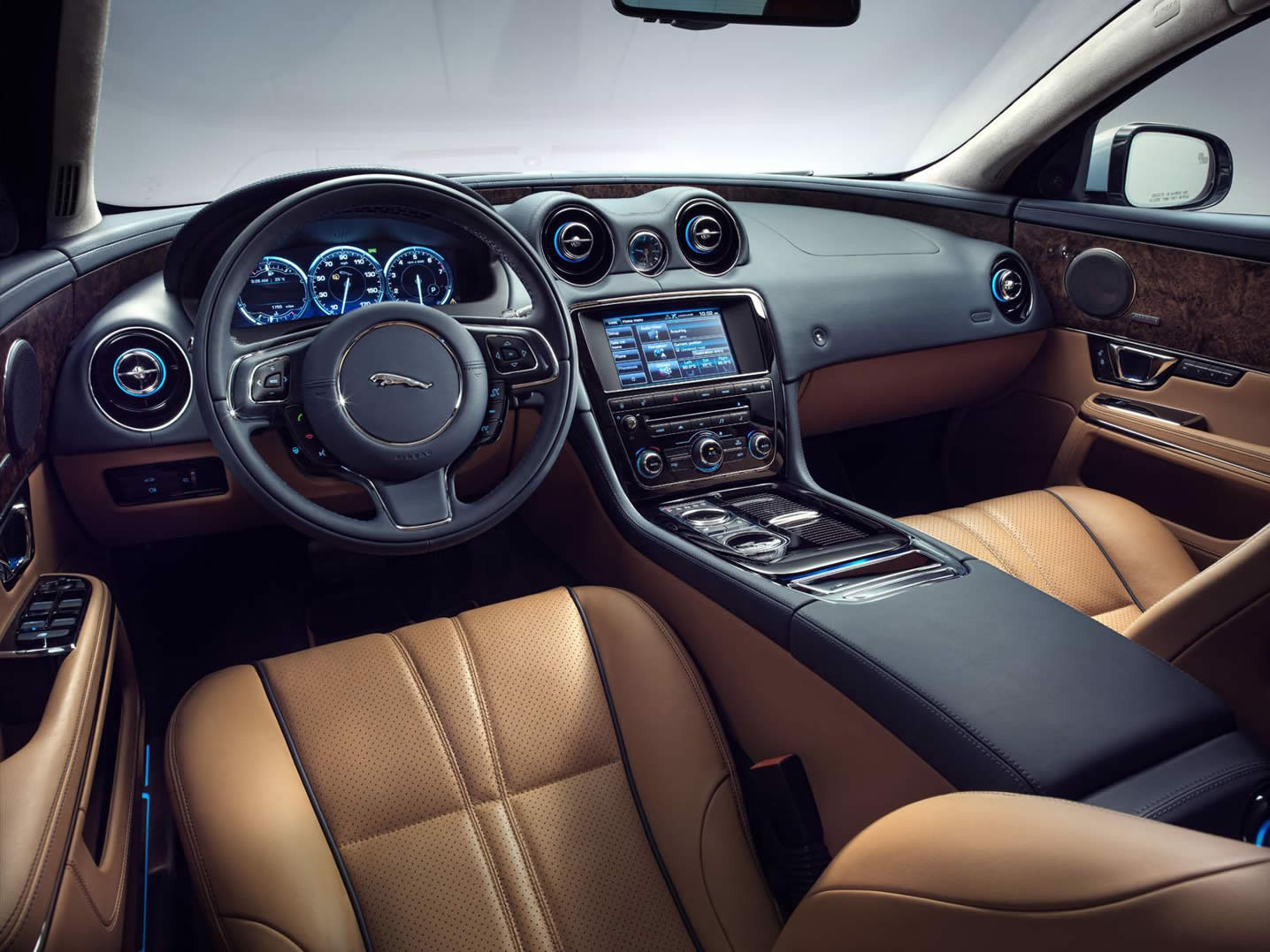 2014-Jaguar-XJ-interior