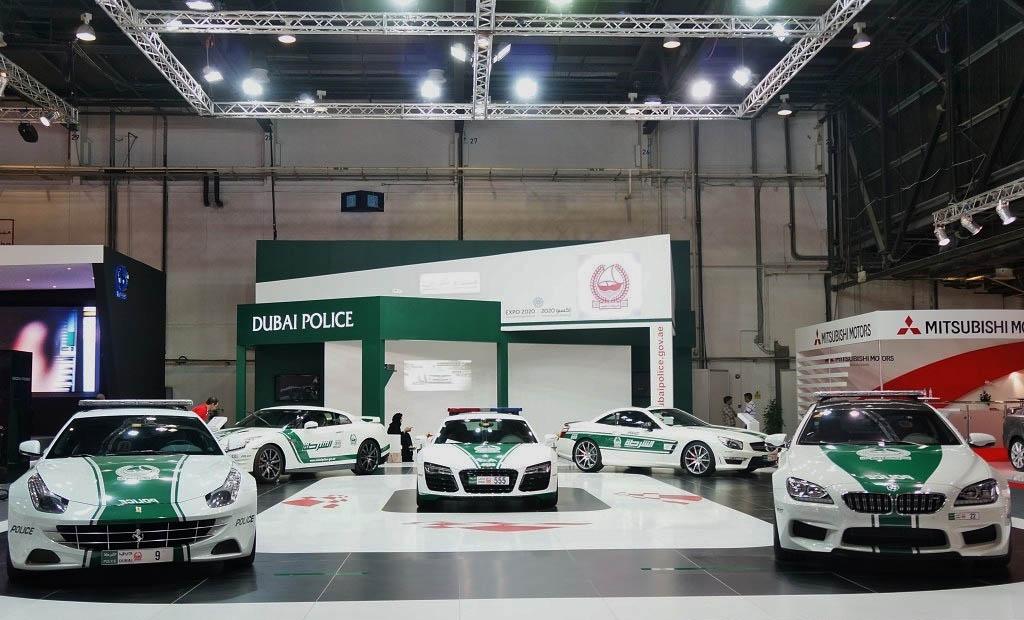 Dubai-Police-at-Dubai-Motor-Show-2013-2