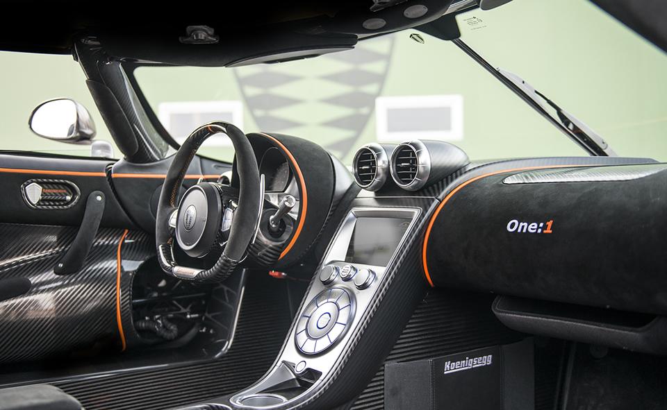"""Koenigsegg Agera ONE:1 – la prima """"megacar"""" al mondo"""