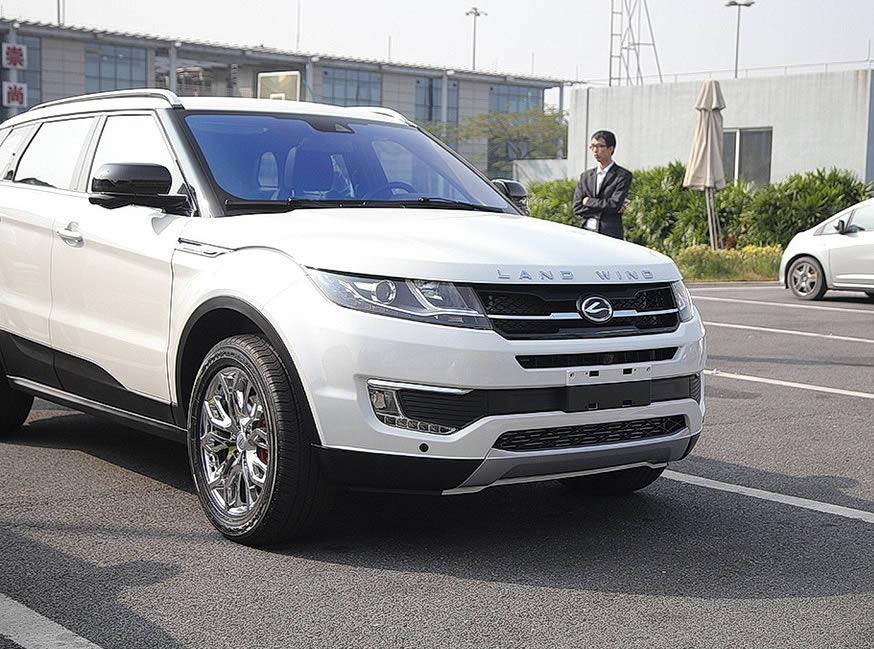 La Cina copia la Evoque e mostra al pubblico la LandWind X7