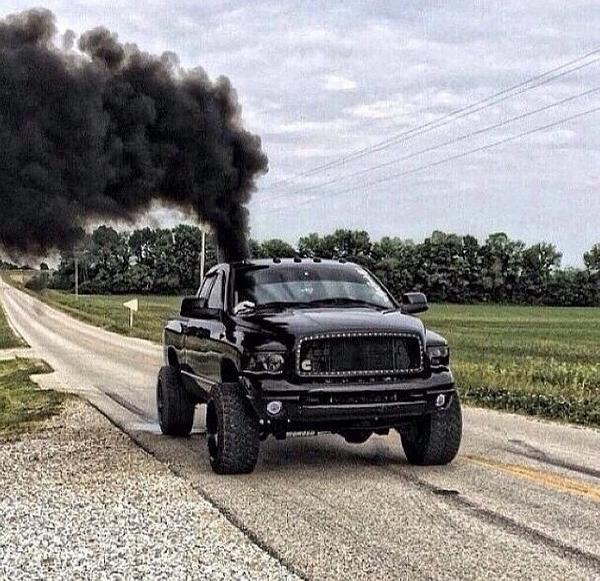 Auto elaborate per inquinare di più ed irritare gli ambientalisti