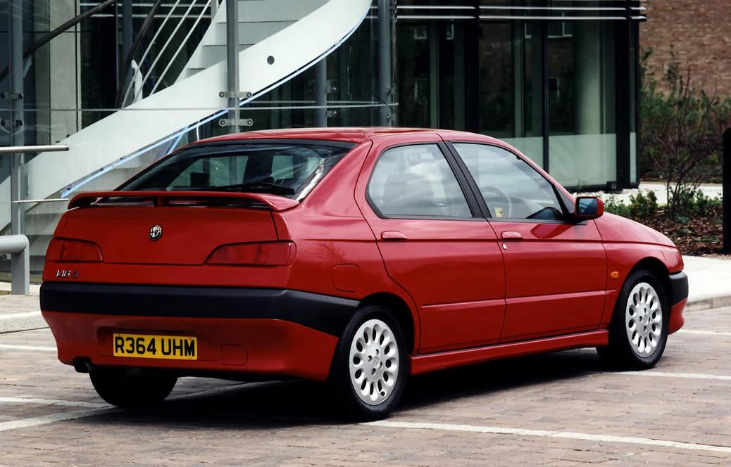 alfa-romeo-146 Le peggiori auto degli ultimi 30 anni secondo Auto Addicted