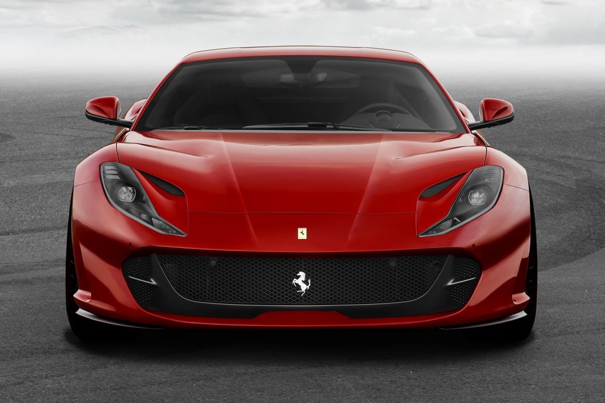 Ferrari_812_Superfast_2017_67c7c-1200-800 Ferrari 812 Superfast: la Ferrari di serie più veloce di sempre - FOTO