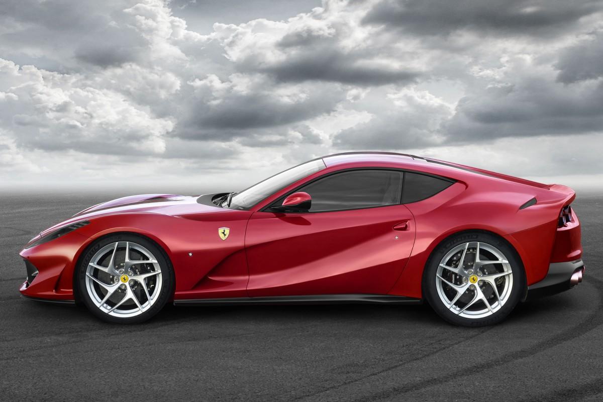 Ferrari_812_Superfast_2017_ae152-1200-800 Ferrari 812 Superfast: la Ferrari di serie più veloce di sempre - FOTO
