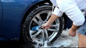 maxresdefault-10-300x169 Le guide di Auto Addicted: 10 passaggi per pulire bene la propria macchina e non fare figuracce