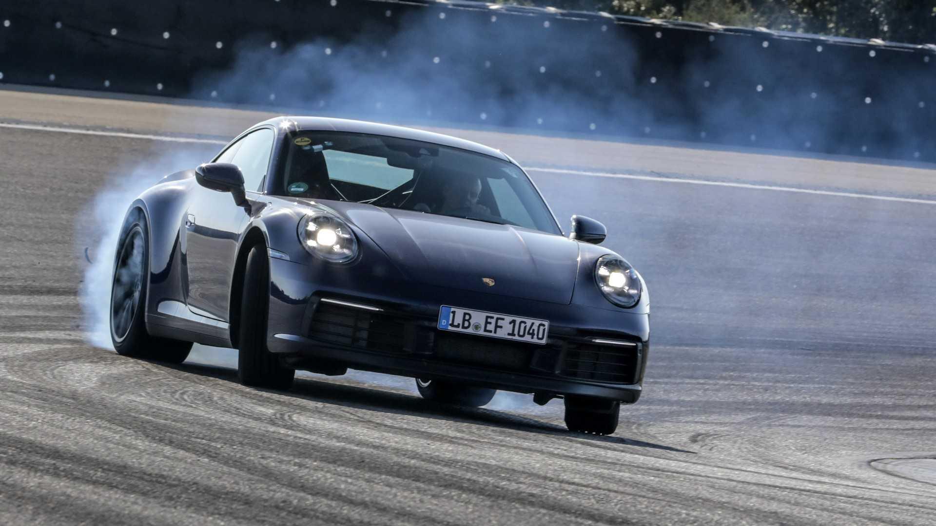 Porsche 911: l'ottava generazione è già in volo per Los Angeles